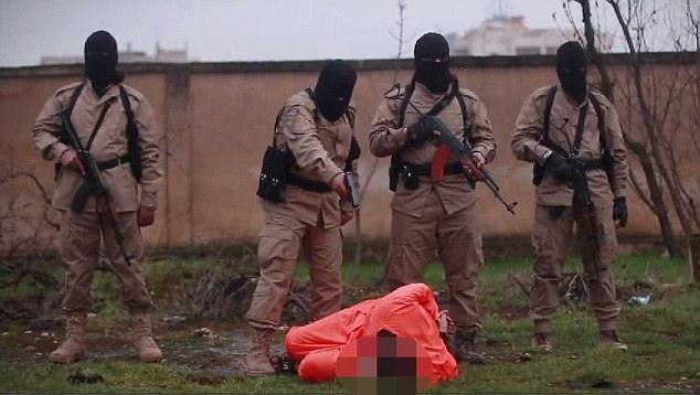 Asesinato: Un militante dispara Ahmed Muhammad una vez en la parte posterior de la cabeza, antes de pararse sobre él y disparar varias más balas en su cuello una vez que está en decúbito prono sobre la hierba