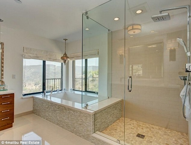 Inside Bruce Jenners Secluded 35m Malibu Home Daily
