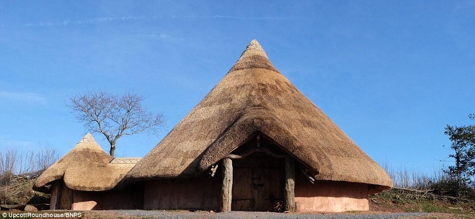 Libérez votre Flintstone intérieur dans le Roundhouse, qui peut accueillir deux à dix personnes, et peut être réservé pour £ 170 sur le site Canopy & Stars