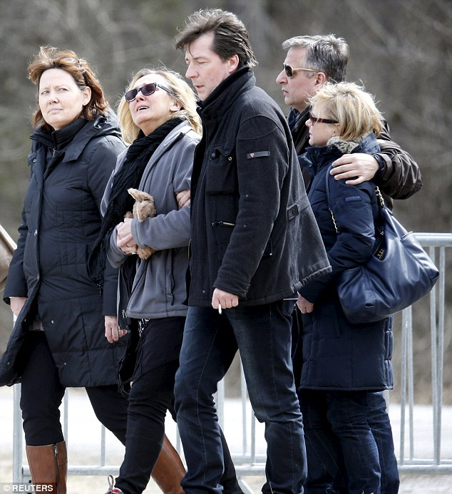 The family of pilot Patrick Sondheimer, who desperately tried to re-enter the cockpit in his final moments, attend