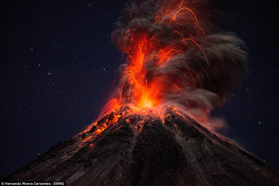https://i2.wp.com/i.dailymail.co.uk/i/pix/2015/04/02/11/27377ACF00000578-3022885-The_Colima_volcano_is_regarded_as_one_of_the_most_dangerous_in_M-a-2_1427970366256.jpg