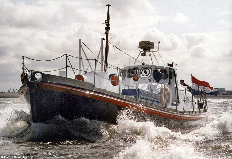 Vintage 1950s Lifeboat Transformed Into Romantic Hotel