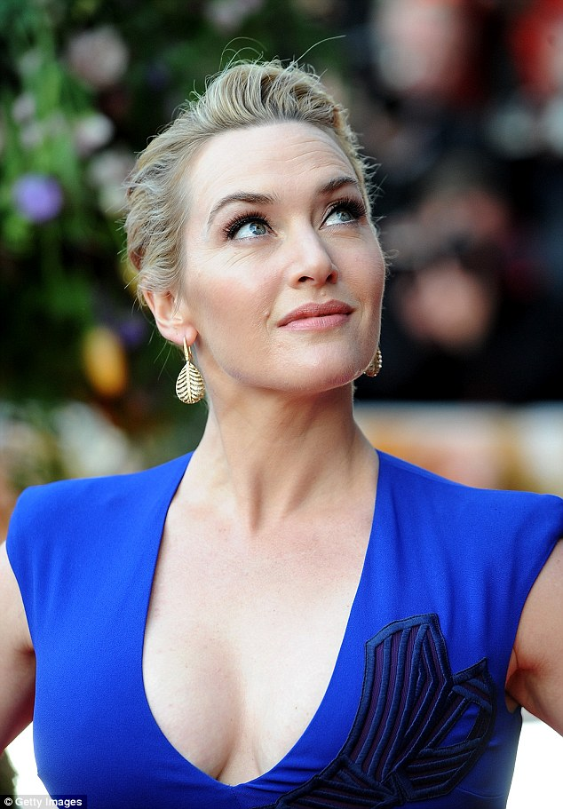 Kate Winslets Cleavage On Display In Daring Dress At A