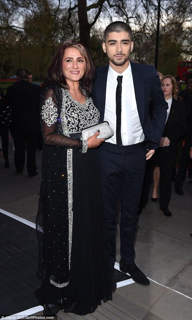 Zayn Malik Makes First Solo Appearance At Asian Awards