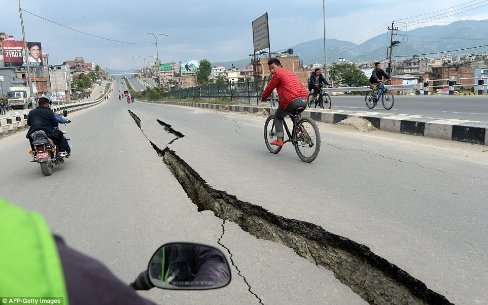 Damage: A huge crack opened in the middle of the highway after the earthquake