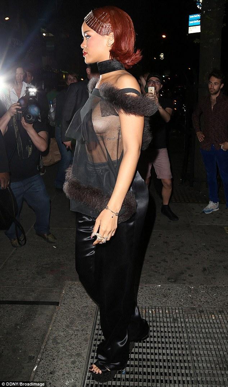 Foto Nip Slip Rihanna Di New York Oleh Paparazzi