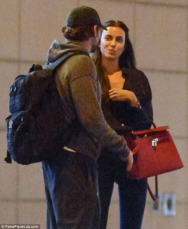 Beruntung bagi Irina: Bradley telah terlihat meninggalkan Met Gala dengan Jennifer Lopez, tapi tampaknya ia hanya menjadi seorang pria dengan mengawal dia ke mobilnya
