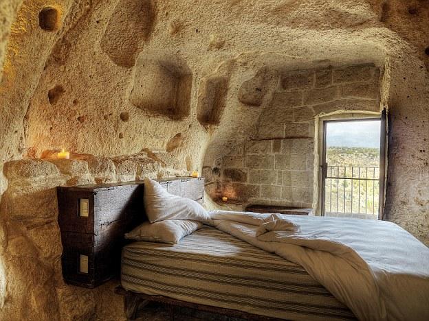 Semplici piaceri: un buon letto, una vista spettacolare e alcune candele trasformare lo spazio