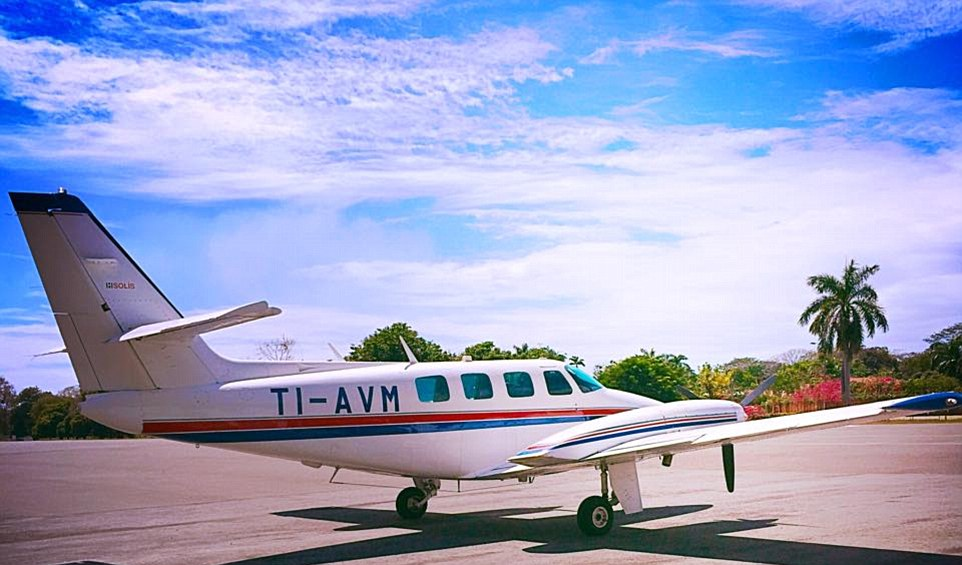 My journey to the Luna Lodge, my next destination, way by way of a very small plane