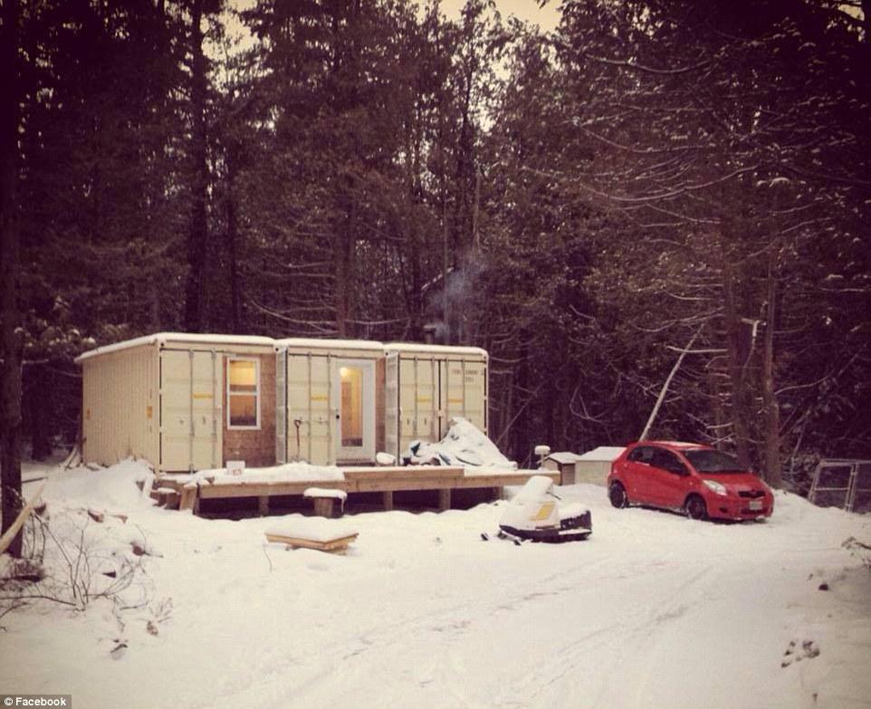 Los sistemas que Dupuis puso en la casa ayuda torreón es cómodo tanto en el verano como en el invierno canadiense que llega a -42 grados Celsius (-44 Fahrenheit)