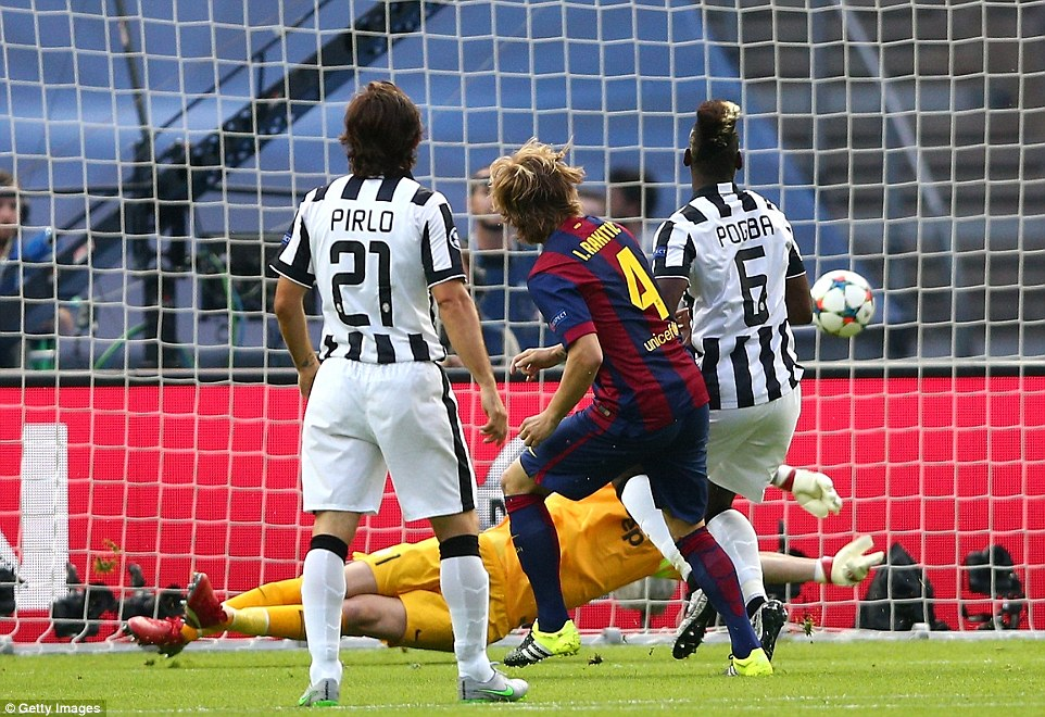 The helpless Andrea Pirlo and Paul Pogba can only watch as Rakitic' sidefooted effort beats the outstretched Gianluigi Buffon