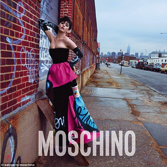 Katy Perry, Katy Perry Telanjang, Katy Perry Nearly Naked, Katy Perry Sexy, Katy Perry Iklan Moschino