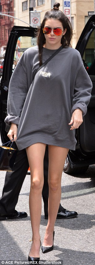 Foto Paha Mulus Kendall Jenner Seksi Tak Pakai Celana 5