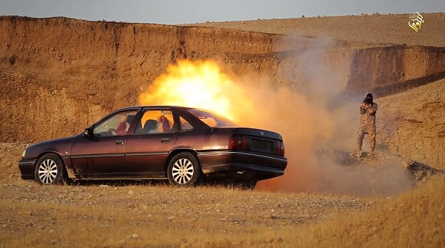 Fired desde corta distancia: El lanzador de granadas se disparó hacia el vehículo, haciendo que estalló en llamas