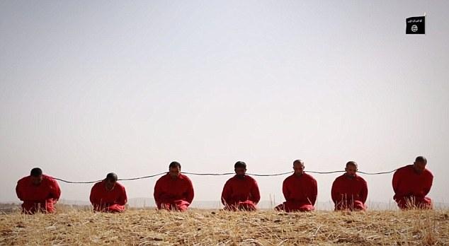 Enfermo: Los siete hombres se llevaron a cabo en un campo, donde los cables explosivas están atadas alrededor de sus cuellos y detonaron