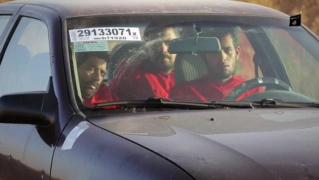 A pocos minutos de la muerte: Las víctimas que aún no identificados fueron filmados sentados en el coche cerrado antes de que se destruye