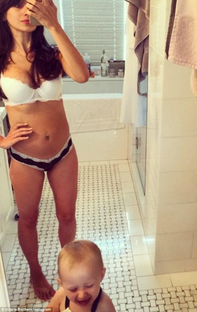 Hilaria Baldwin Does A Headstand On A Yacht Wearing Bikini Daily Mail Online