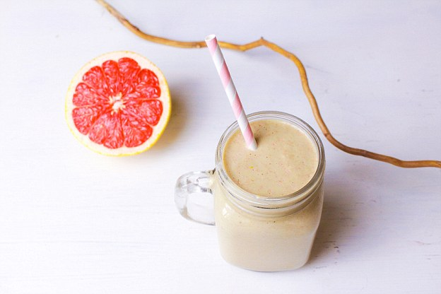 The peanut butter, protein powder and oats in this drink help aid the slow digestion of this smoothie