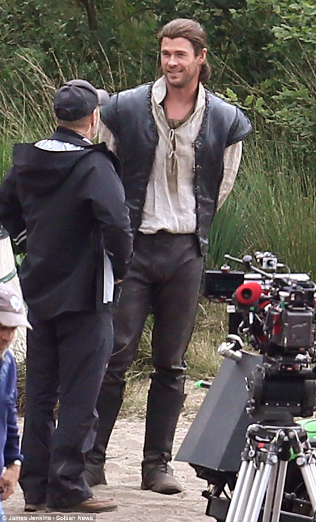 Chris Hemsworth And His Stunt Double Film Scenes For The