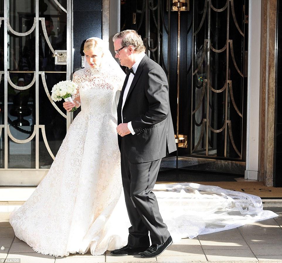 Nenhuma despesa poupada: As núpcias luxuosos estão a ter lugar no Palácio de Kensington Laranjal