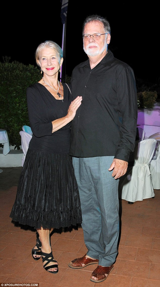 Helen chegou ao refúgio glamourosa - na pitoresca ilha ao largo da costa de Nápoles - com seu 70-year-old marido, o diretor Taylor Hackford