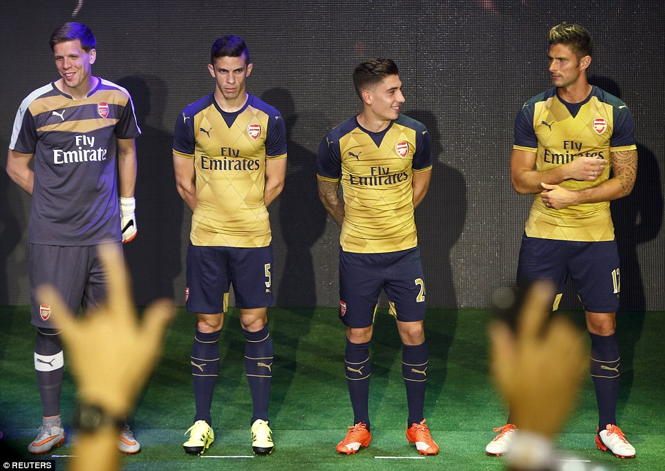 Wojciech Szczesny, Gabriel, Hector Bellerin and Olivier Giroud unveil their new away kit to the delight of the many fans gathered