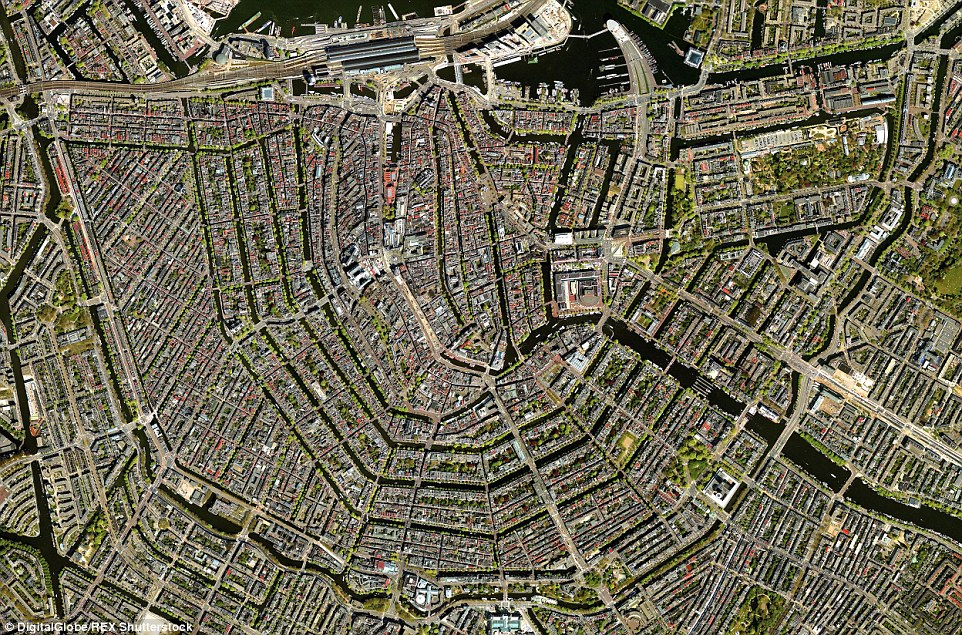 The canal system of Amsterdam makes for an intriguing subject - all a result of conscious urban planning