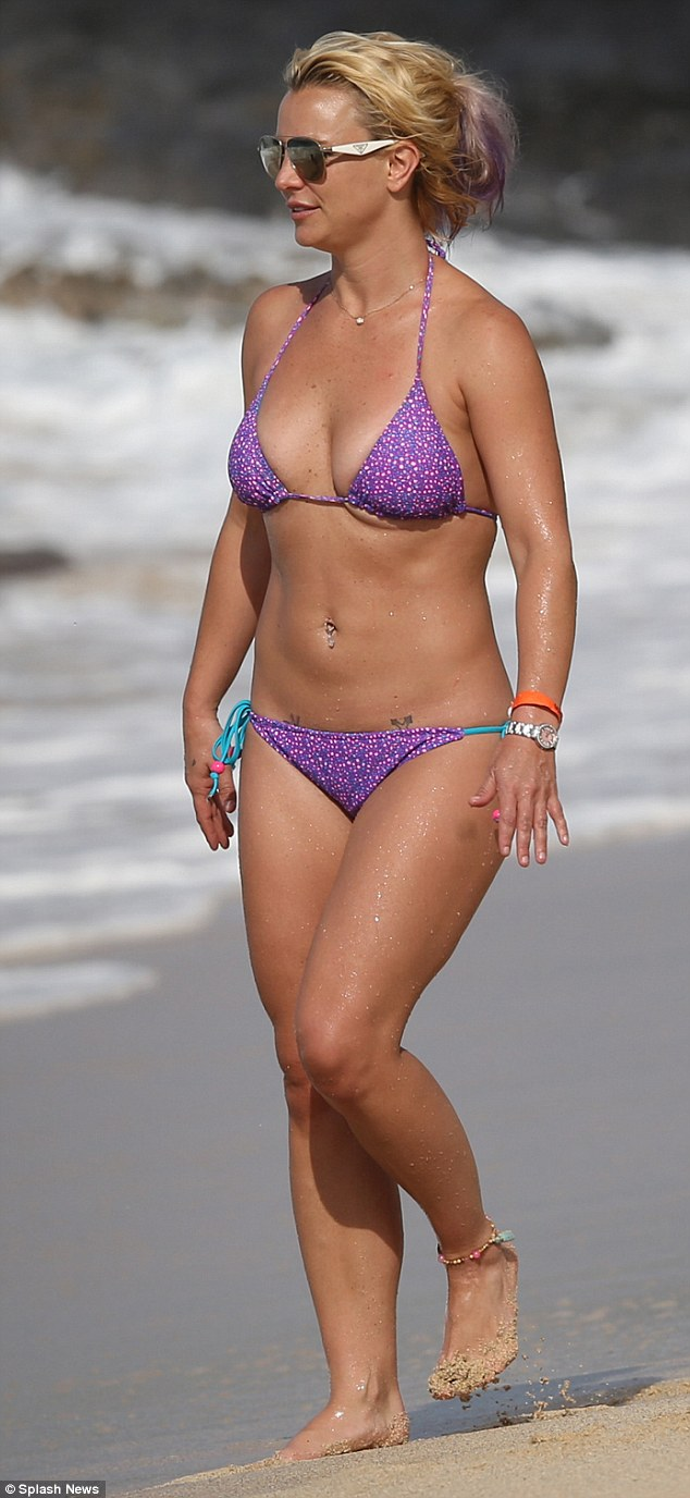Foto Seksi Britney Spears Berbalut Bikini Di Hawaii 02
