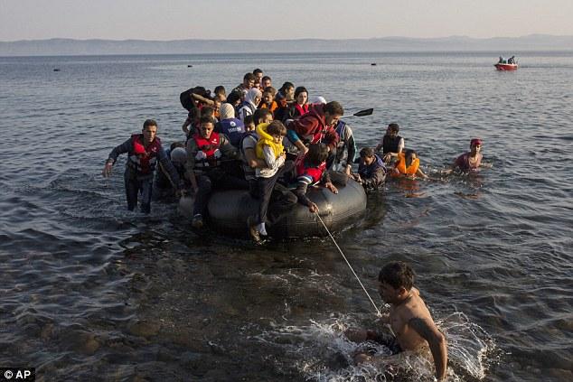 Cerca de 50.000 personas han entrado ilegalmente en el país este año, en su mayoría refugiados sirios que arriesgan la travesía marítima de Turquía en hacinamiento, barcos peligrosos