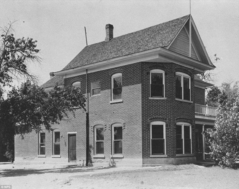 The Gentry Hotel in St Thomas Nevada, in early 20th century - a few decades before it was covered with water