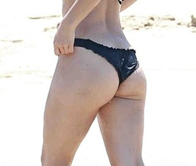 Katharine Mcphee Wears Black Bikini As She Soaks Up The Sun In Mexico Daily Mail Online