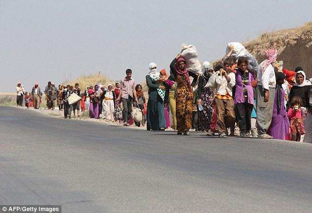 Éxodo: El pueblo Yazidi (en la foto en Sinjar año pasado) practicar una religión antigua, que es una mezcla de Islam y el cristianismo - y ISIS ellos ven como herejes
