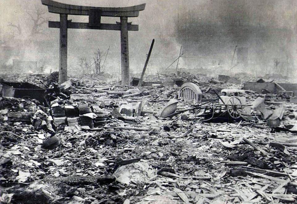 Devastado: Casi ninguna edificios en Hiroshima quedaron en pie después de la masiva explosión de una bomba atómica