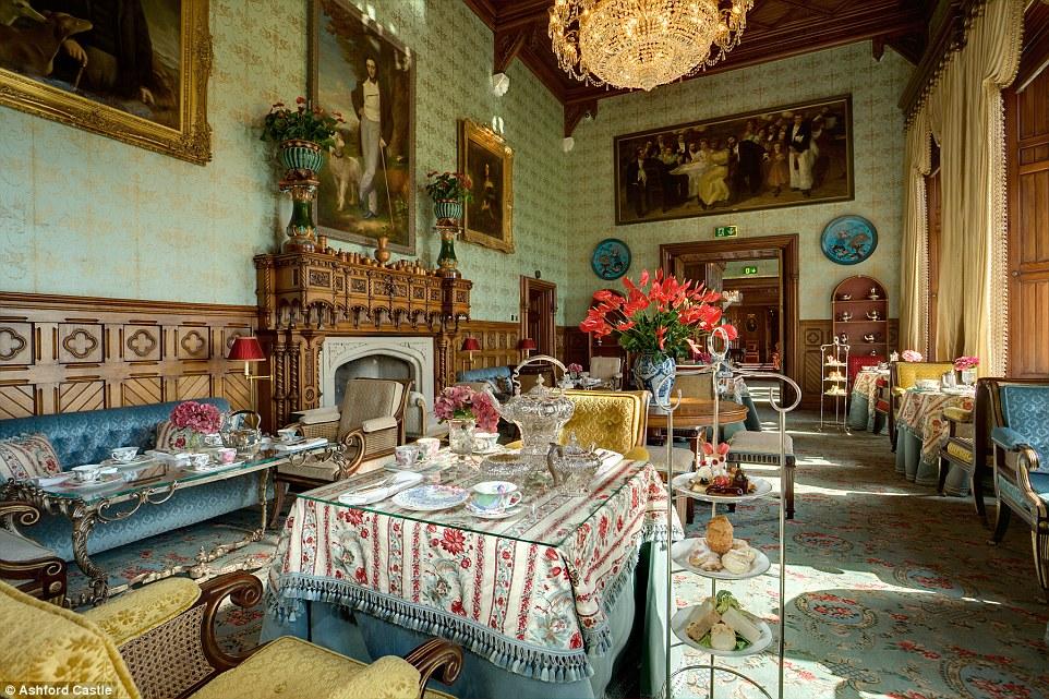 A tradição do chá da tarde, servido no quarto Connaught, foi preservada em Ashford Castle desde 1868