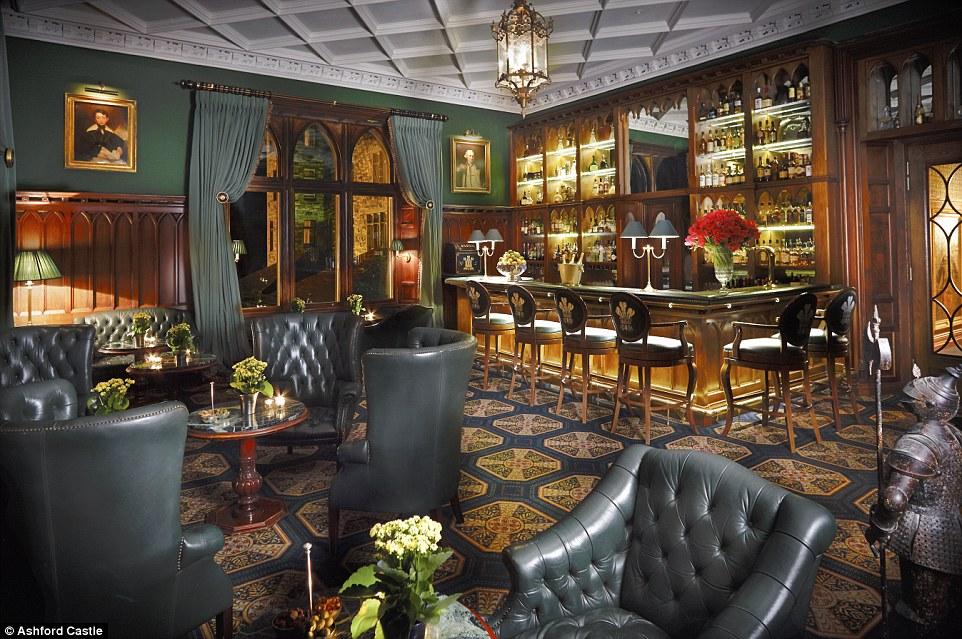 O bar do hotel foi construído no final de 1800 especialmente para a visita do príncipe de Gales, que posteriormente se tornou o rei George V