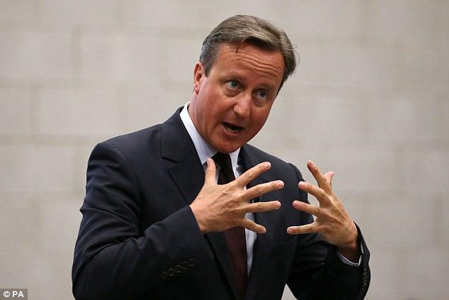 David Cameron, en la foto de hoy en Northamptonshire, insistió en que la respuesta al problema migratorio no estaba 'tomando más y más refugiados'