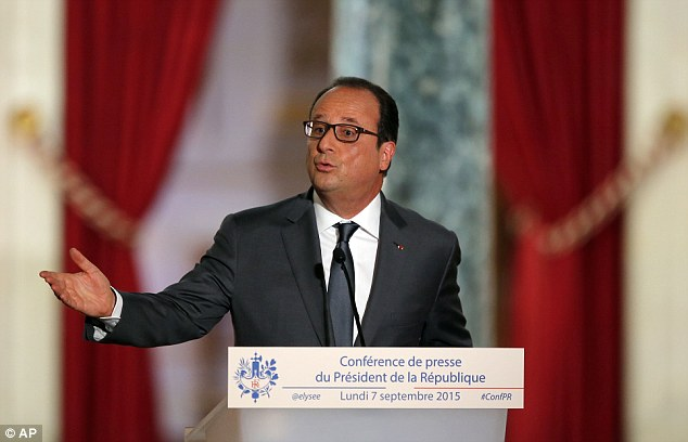 Respuesta de Cameron a la crisis fue criticado por el presidente francés, François Hollande, en una conferencia de prensa hoy en París