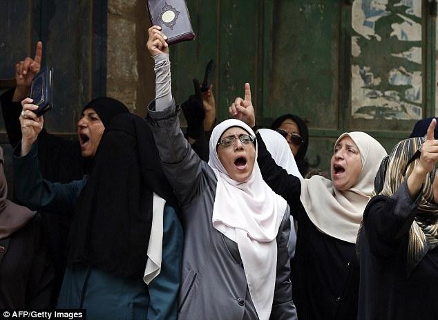 Expulsado: mujeres Vigilante llamado Murabitat han sido prohibidos desde la mezquita de Al-Aqsa en Jerusalén