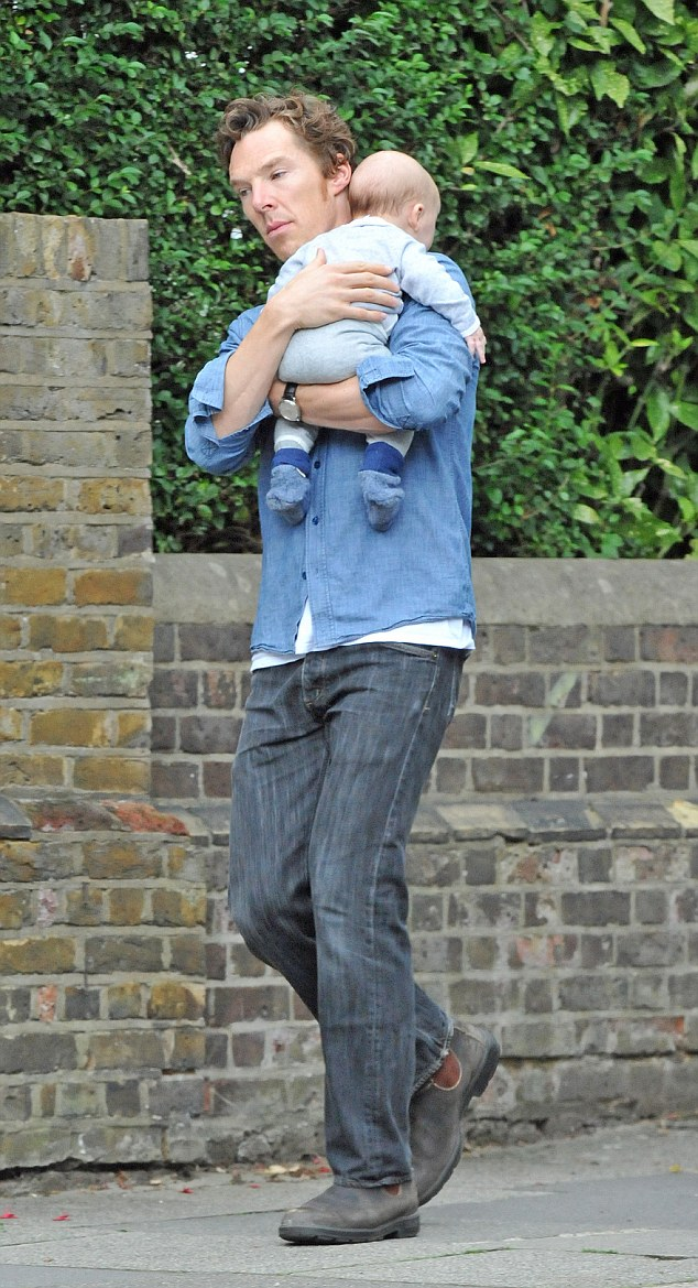 https://i2.wp.com/i.dailymail.co.uk/i/pix/2015/09/21/01/2C8C12C400000578-3242577-Doting_dad_Cumberbatch_who_is_currently_starring_in_a_critically-a-4_1442794318037.jpg