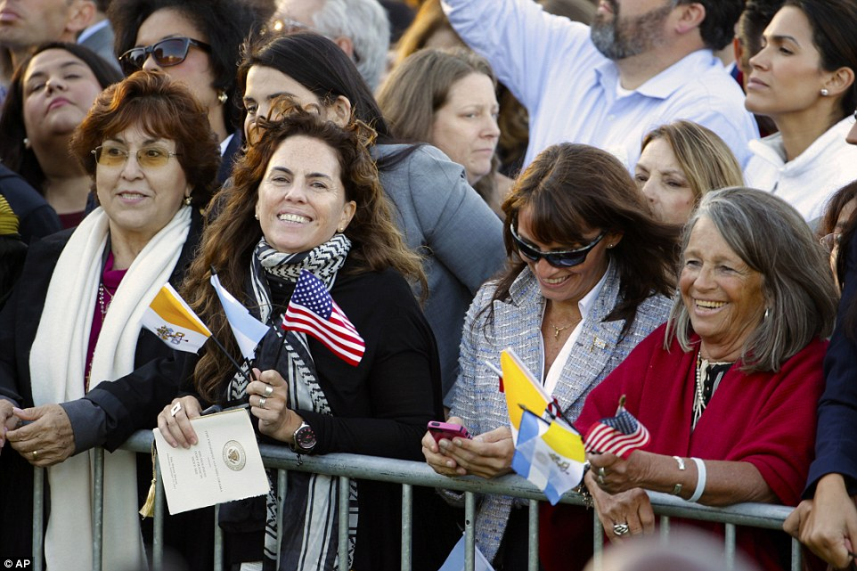 Spectators hoping for a glimpse of Pope Francis crowd the South Lawn of the White House in Washington, Wednesday, Sept. 23, 2015, before the official state arrival ceremony where President Barack Obama will welcome the pope