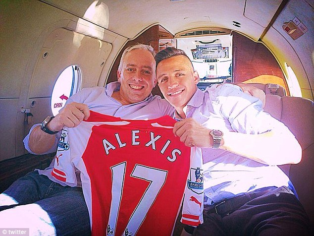 Fernando Felicevich is a picture of happiness on a private jet to London with Alexis Sanchez in 2014