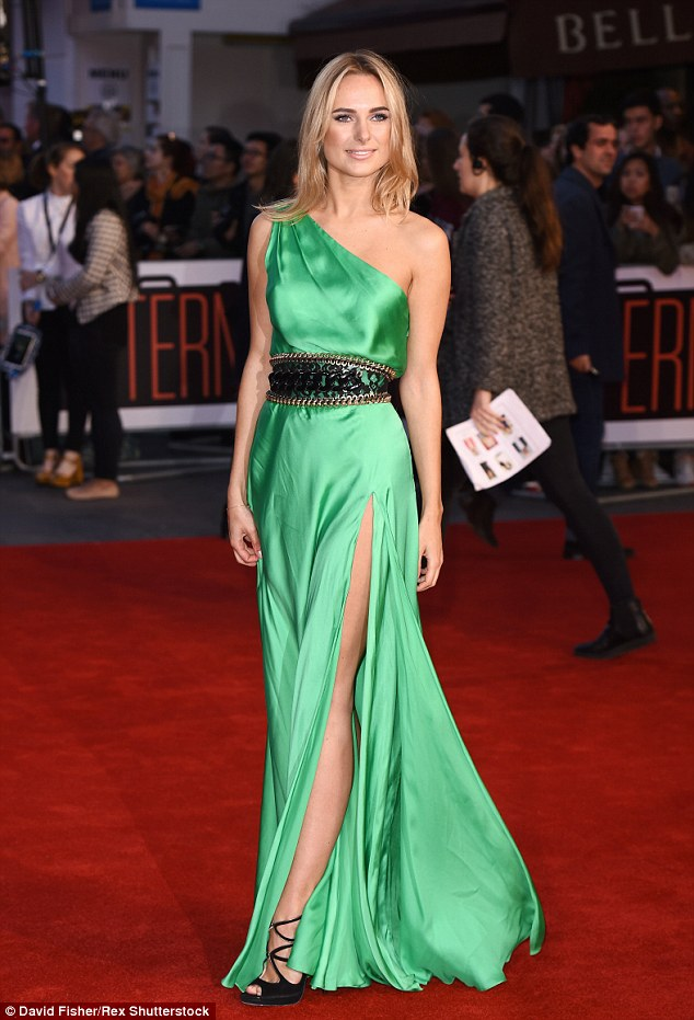 Kimberley Garner Wears A Green Gown At The Intern Premiere