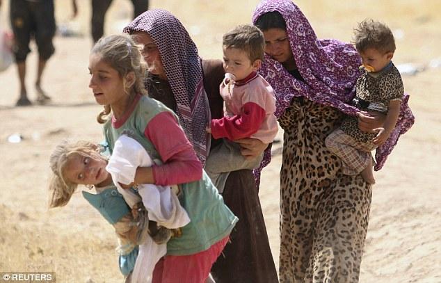 El asesinato y el terror: combatientes Estado islámicos han matado a más de 5.000 personas Yazidi y capturado a 500 mujeres y niños después de asaltar sus aldeas en la región de Sinjar desde (Imagen) 08 2014
