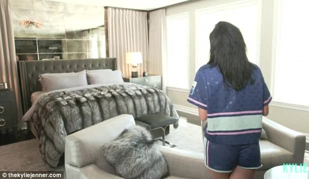Kylie Jenners Gives Fans An Intimate Tour Of Her Bedroom
