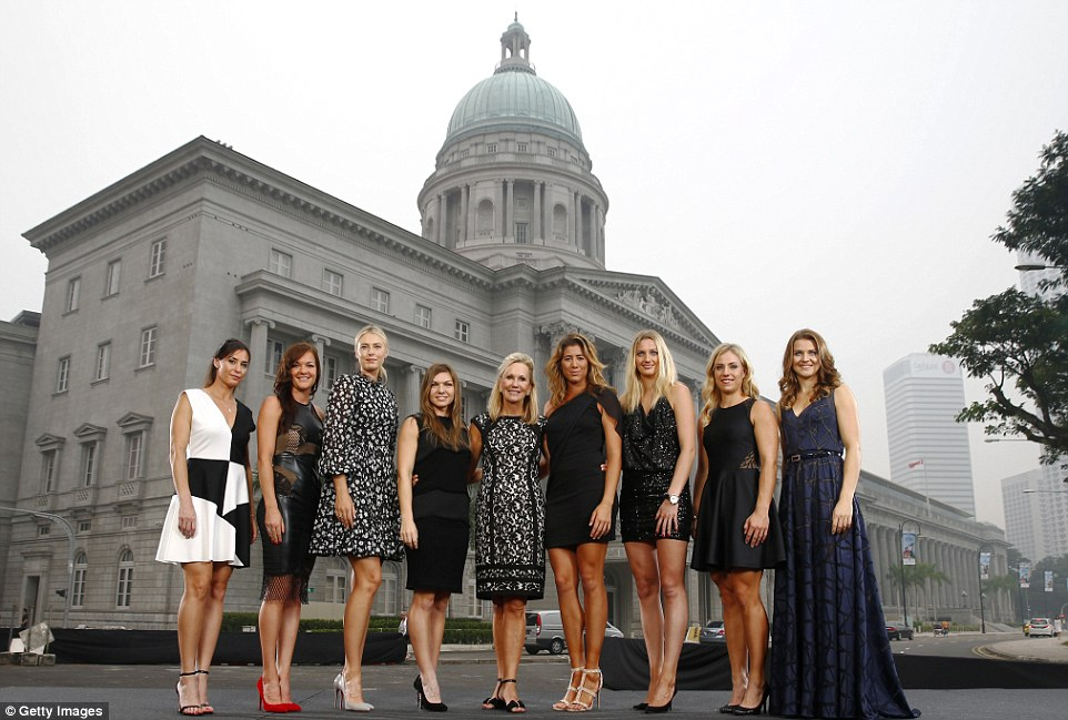(From left to right) Pennetta, Radwanska, Sharapova, Halep, WTA President Micky Lawler, Muguruza, Kvitova, Kerber and Safarova