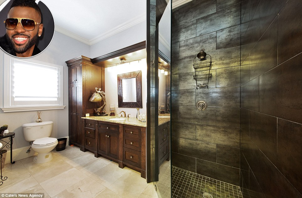 Celebritys Lavish Bathrooms From Marilyn Monroe To Mike