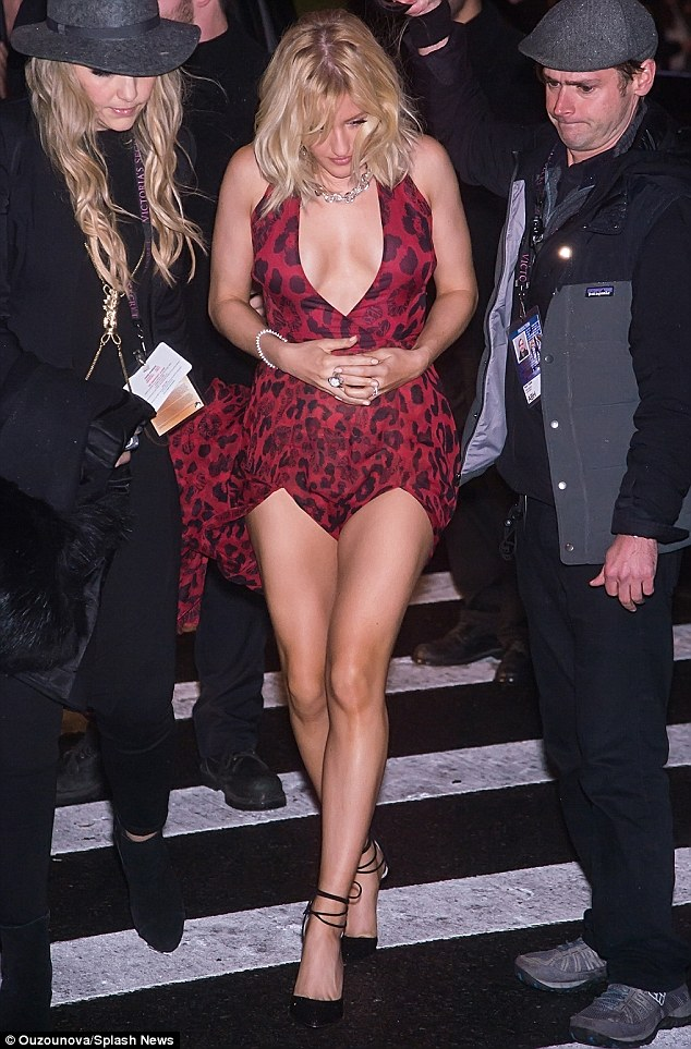 Ellie Goulding Flashes Extreme Cleavage At Victorias