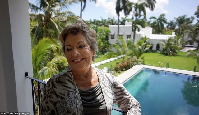 Al Capone's grandniece Deidre Marie Capone, 72, touring the mobster's former mansion on Palm Island