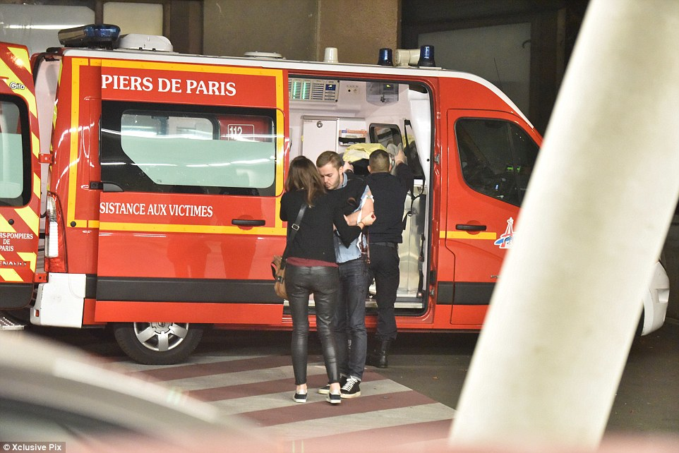Emergency services strat to tend to the injured at the terroist attack at the Bataclan concert hall in Paris