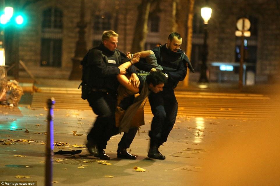 Paris Attack Survivor Reveals She Played Dead To Escape Bataclan Massacre Daily Mail Online
